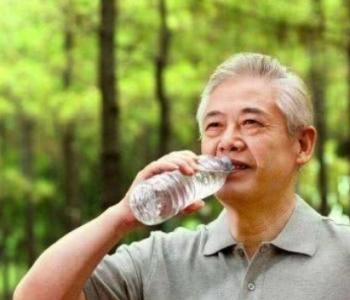 营养师:立秋后要护心,别用这3种喝水方式!
